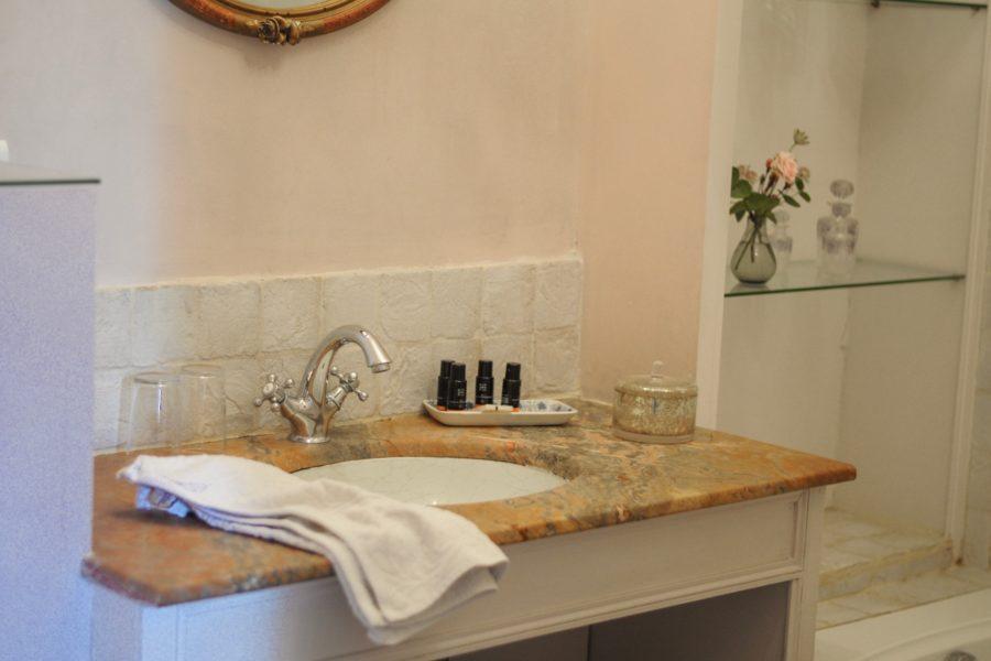 Chambre-de-mdemoiselle-vasque-salle-de-bain