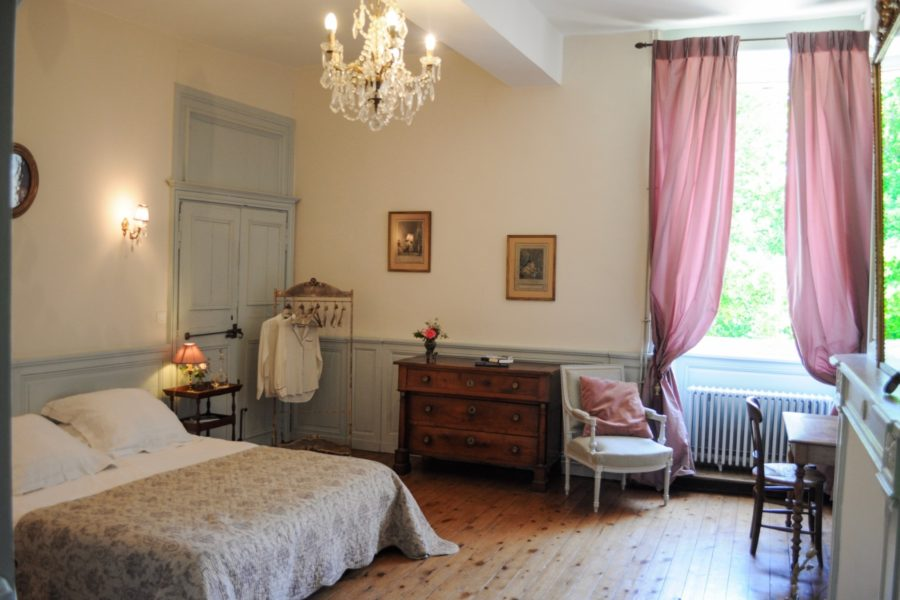 Chambre-mademoise-manoir-de-la-Villeneuve