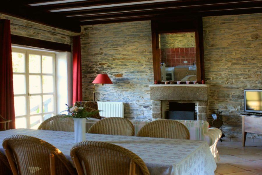 Gite-La-Rosa-salon-salle-a-manger-cuisine