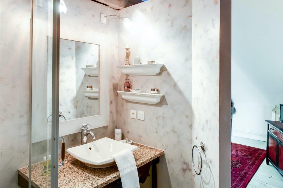 Chateau du pin salle de bain pierre loti