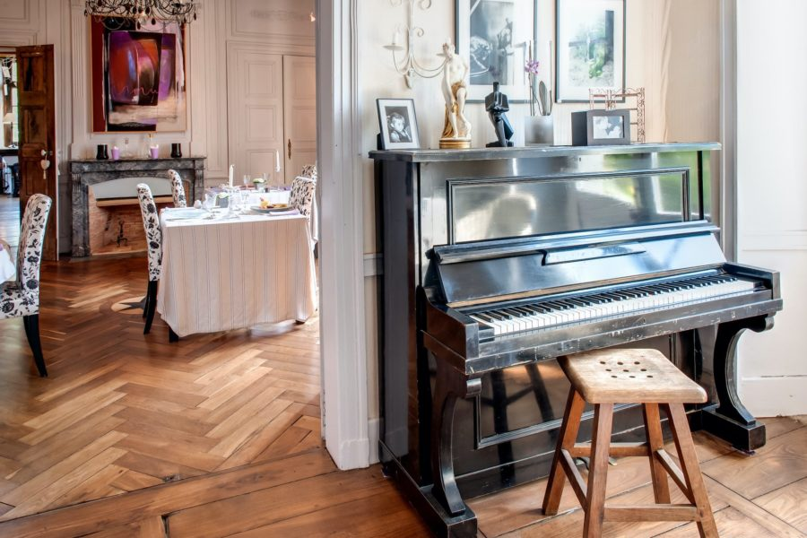 Chateau du pin salon + piano