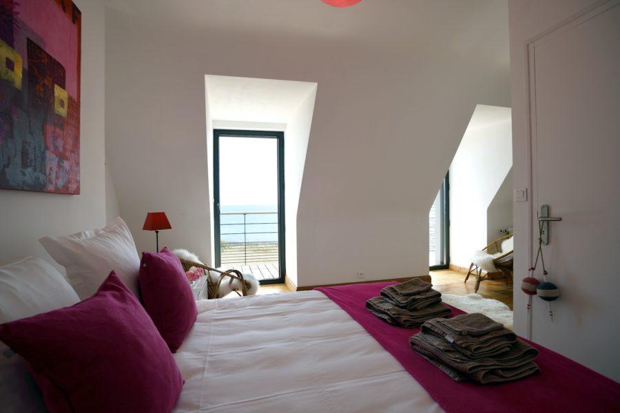 Maison de la plage – chambre rose avec balcon