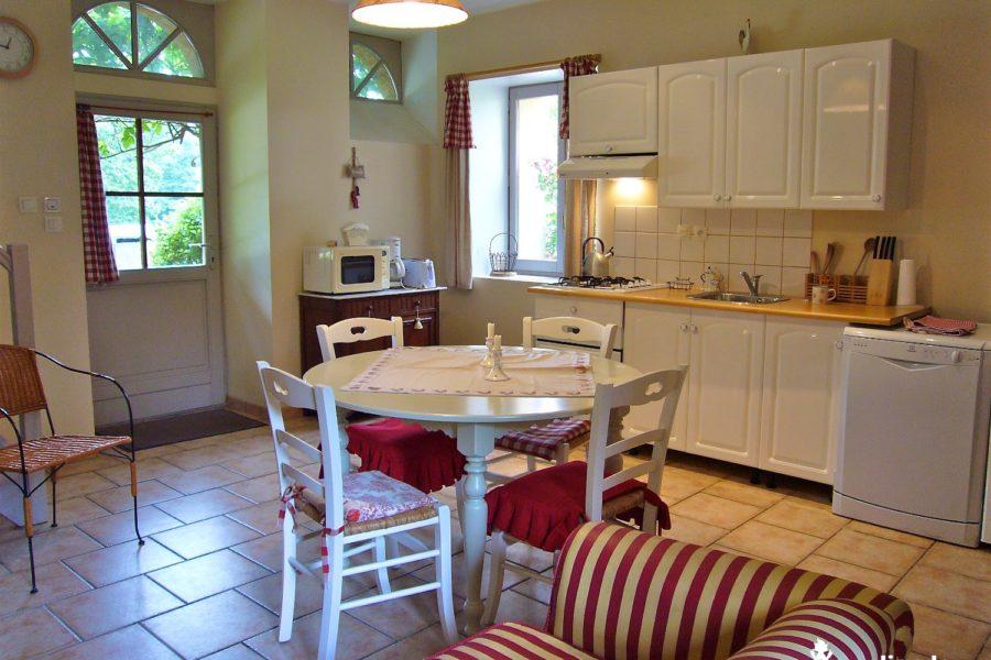 salon cuisine Logis chateau du pin