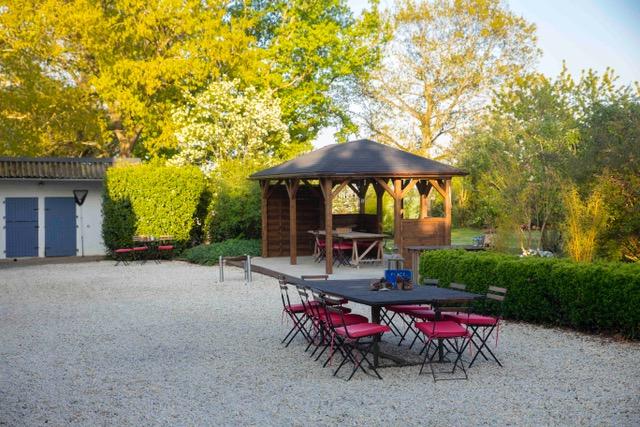 Beaux jours, grand petit déjeuner dans le jardin