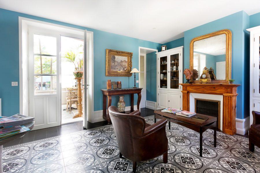 salon-villa-la-ruche-la-baule-chambre-d-hote-la-baule-haut-de-gamme-luxe-guest-and-house-cheminee-sans-enfant-
